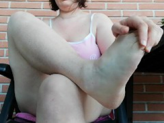 want to masturbate with me outiside? housewife hairy pussy and armpits feet