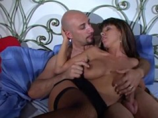 Italian busty MILF Sonia Eyes in a threesome