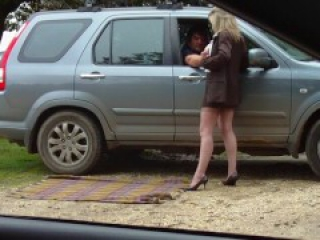 Amateur MILF outdoor dogging
